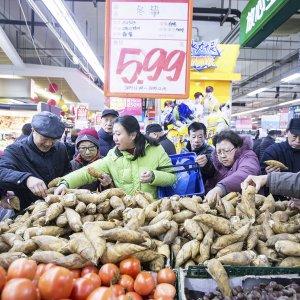 HK Retail Spending Plunges