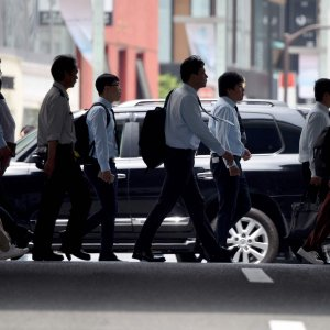 Japan Jobless Rate Falls to 24-Year Low