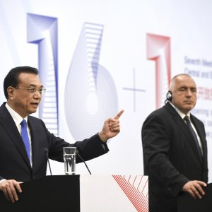 Li: China Will Stick to Path of Open Markets, Reforms