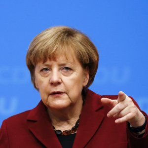 Merkel Says Germany Doesn't Influence Euro