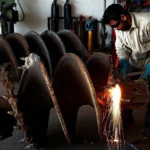 Singapore Factory Output Rises
