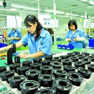 Singapore Factory Output Rises 13%
