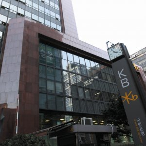 KB Kookmin Bank cut 551 jobs, which represents 36.6% of the total number of bank employees in the country.
