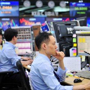 World Stocks Stumble as US Yields Near 3% Barrier