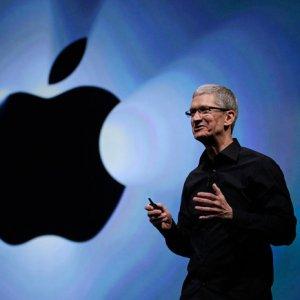 Apple Cuts CEO Pay as Sales Slump