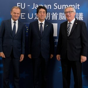 (From L) Jean-Claude Juncker, Shinzo Abe and Donald Tusk after signing the agreement.