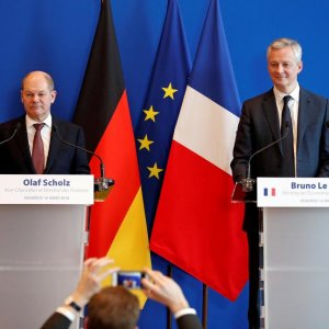 French Foreign Minister Le Maire says that this is a unique, historic opportunity to make very significant progress toward better integration of the eurozone.