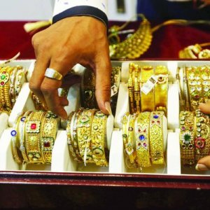 Gold Slips to 3-Week Low