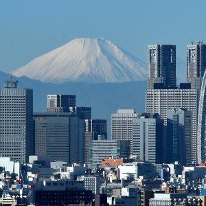Japan Posts Longest Growth Streak Since the 1980s
