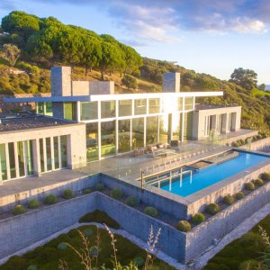New Zealand has some of the largest and most overpriced houses anywhere in the world.