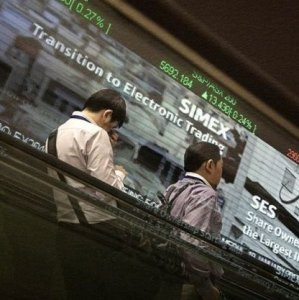 SE Asia Stocks Inch Up