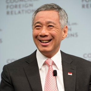 Singapore PM Says Economy Needs Restructuring