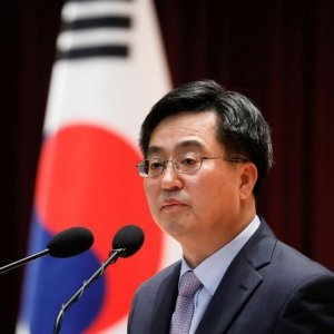 South Korea Minister Vows 3% Growth