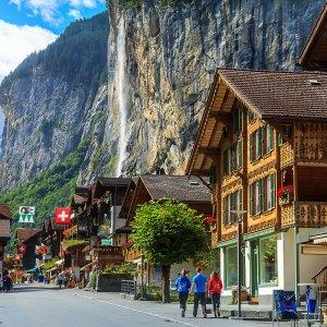 Swiss Economy Accelerates in Q4