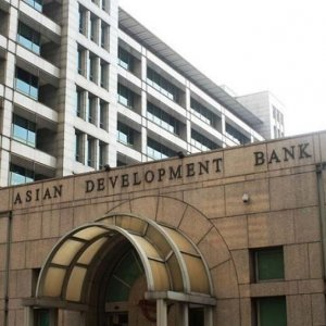 ADB says it is paying close attention to the internationalization of the renminbi.