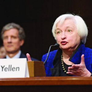 Yellen Says Fiscal Policy Adds 'Uncertainty' to Economic Outlook
