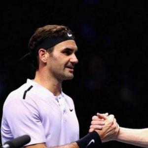 Federer Into ATP Semifinals