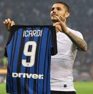 A Icardi shows his jersey to fans as he celebrates after scoring his 3rd goal against AC Milan.