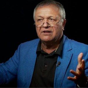 Economist Massarrat Introduces New Book in Persian