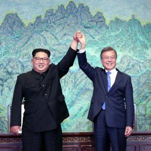 Bach: IOC Opened Door for Koreas Summit