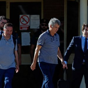 Angel Maria Villar (C) leaves the prison of Soto del Real near Madrid on August 1 after being granted bail.
