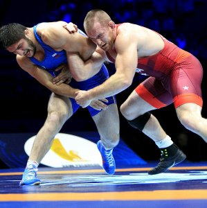 Kyle Snyder (R) from the US beat renowned Abdulrashid Sadulaev from Russia in a close competition 6-5  in the 2017 France UWW Championships.