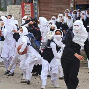 Srinagar Students, Police Clash