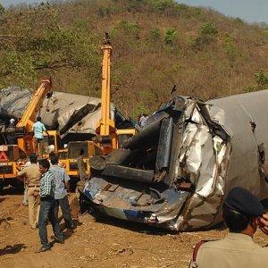 32 Dead in India Train Derailment