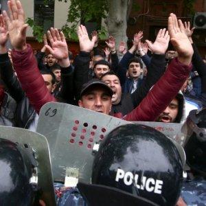 Political Dialogue in Armenia Breaks Down