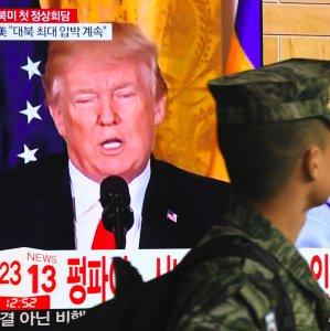 US President Donald Trump (L) and North Korean leader Kim Jong-un