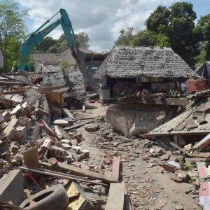 Quakes Strike Near Fiji, Lombok Island