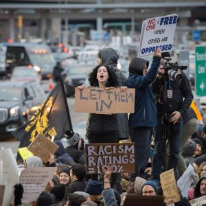 Large protests took place at US main airports againts Donald Trump's order to restrict people from seven Muslim-majority countries from entering the US.