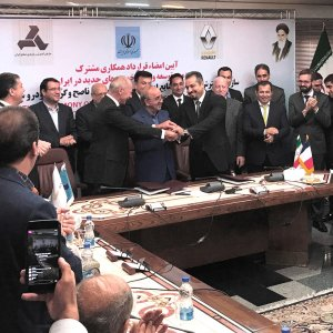 Renault Concludes €660m Deal in Iran - Photo: Financial Tribune