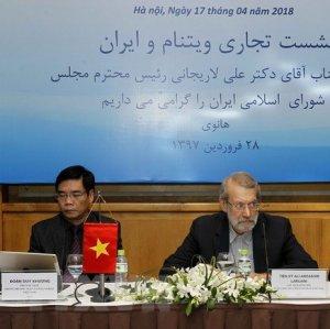 Iran's Parliament Speaker Ali Larijani (C) attends the Vietnam-Iran Business Forum on April 16. (Photo: VNA)