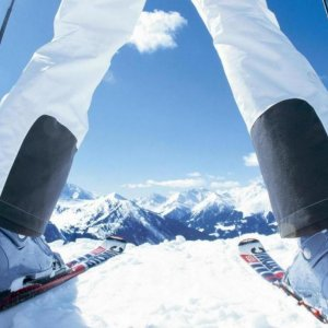Iranian Skier Wins Silver at Asian Alpine Contest