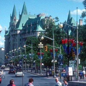 60% Canadians Worry Economy in Retreat