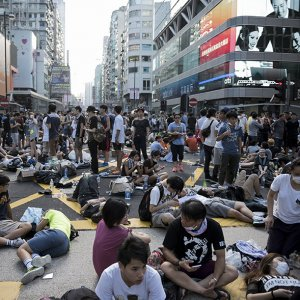 HK Protesters Defy Call to Disperse