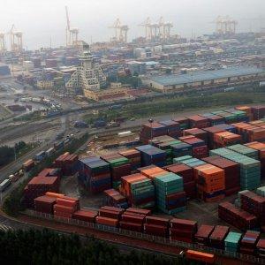 Slumping Commerce Threatens Global Growth