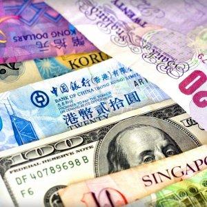 Dollar Treads Water Vs  Euro, Yen