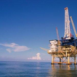 Oil Falls Toward $30