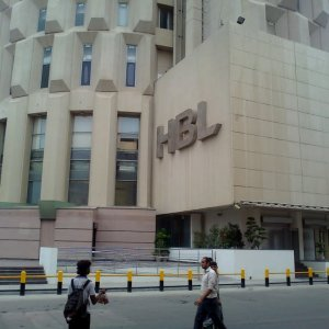 Tehran, Islamabad Improving Banking Channels