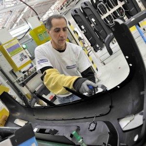 French auto parts giant inks its latest deals with Iranian companies.