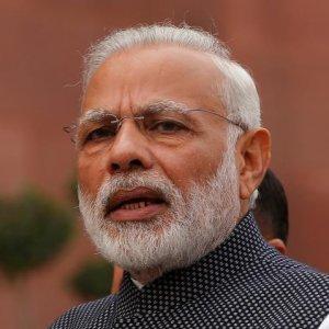 Modi Defends Clampdown on Cash Economy
