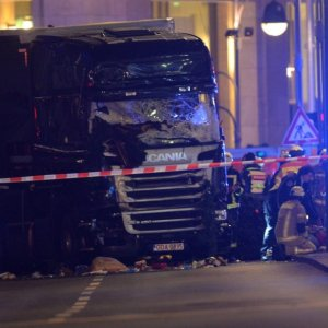 12 Killed as Lorry Ploughs Into Berlin Market