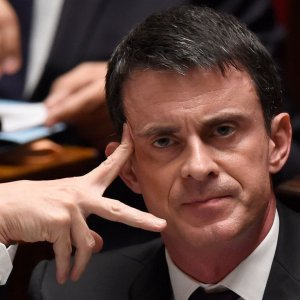 French Premier Steps Down to Focus on Election