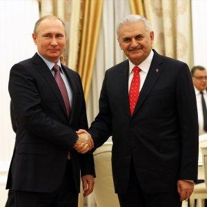 Turkish Premier Visits Kremlin to Consolidate Ties