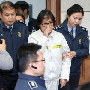 Choi Soon-sil (C) appears for the first day of her trial at the Seoul Central District Court in Seoul, South Korea, on Dec. 19.