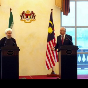 President Hassan Rouhani (L) and Malaysian Prime Minister Najib Razak hold a joint press conference in Putrajaya on Oct. 7.