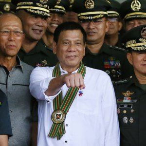 Philippine President Rodrigo Duterte (C) gestures as he poses with Philippine Army officers during his visit to the Army headquarters in suburban Taguig city, east of Manila, Philippines.(File Photo)