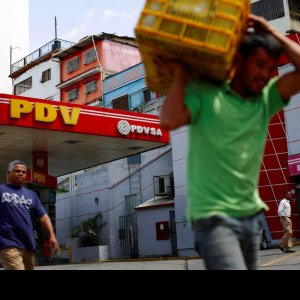 Venezuela Oil Workers Selling Possessions to Survive